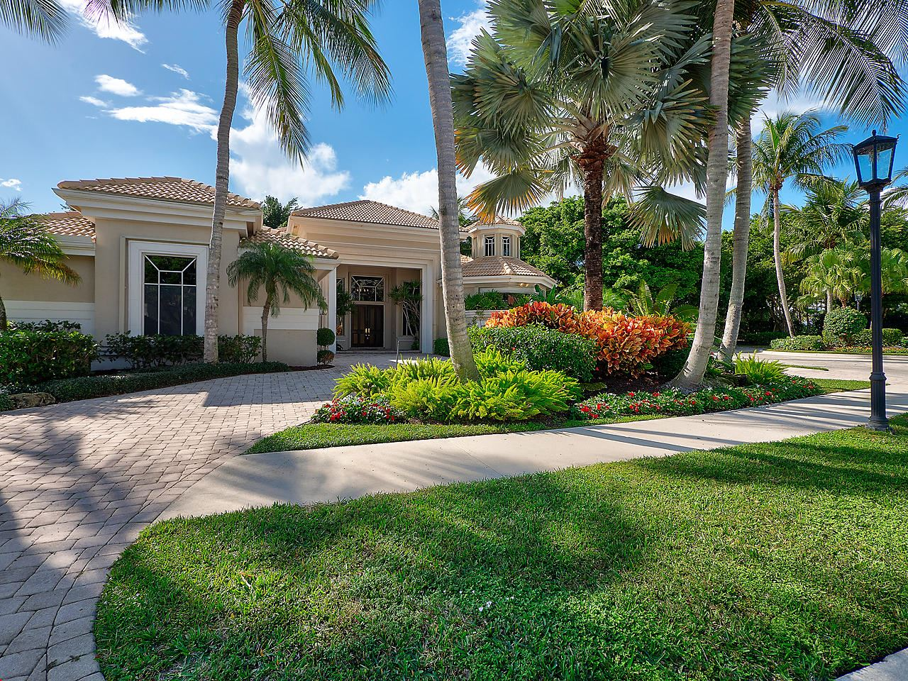 Photo of 129 Saint Martin Drive, Palm Beach Gardens, FL 33418 (MLS # RX-10581883)