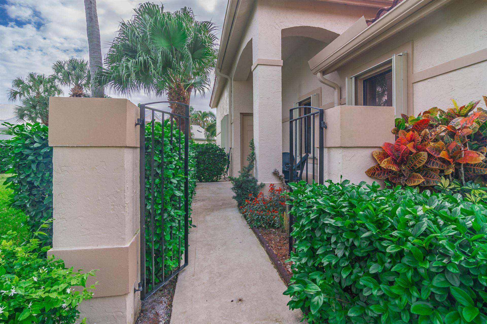 Photo of 882 Windermere Way, Palm Beach Gardens, FL 33418 (MLS # RX-10591884)
