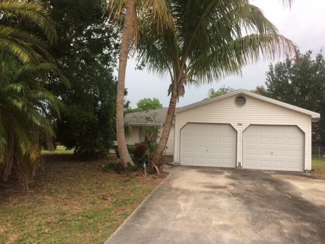 2561 SE Victory Avenue, Port Saint Lucie, FL 34952 - MLS#: RX-10709897