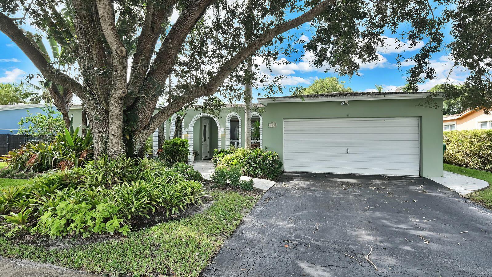 Photo of 5541 SW 94th Avenue, Cooper City, FL 33328 (MLS # RX-10665901)