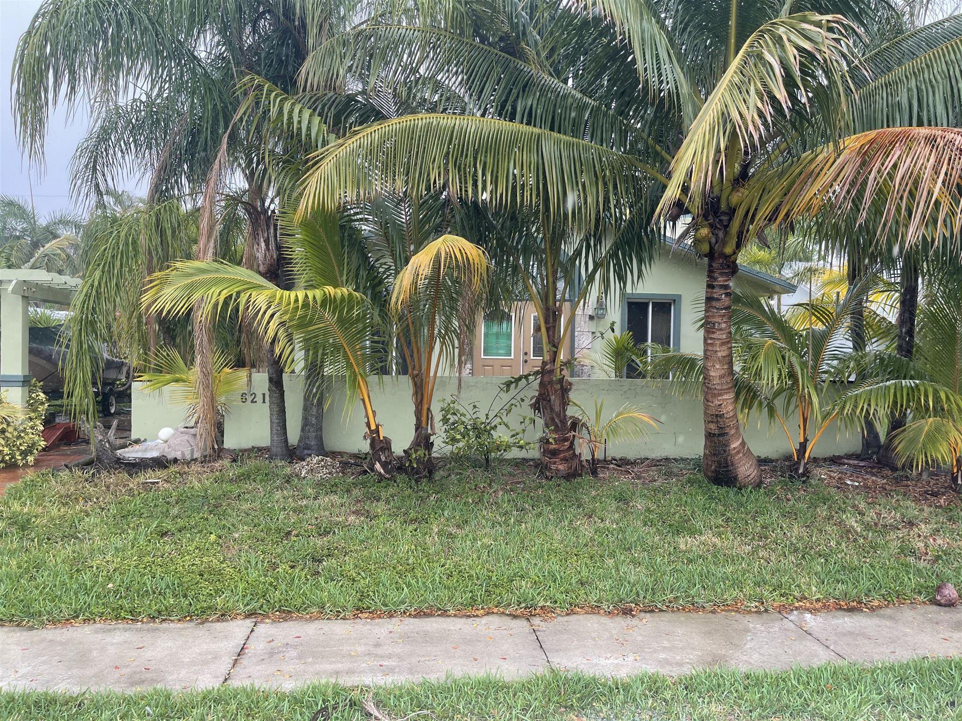 621 NE 2nd Place, Dania, FL 33004 - #: RX-10714910