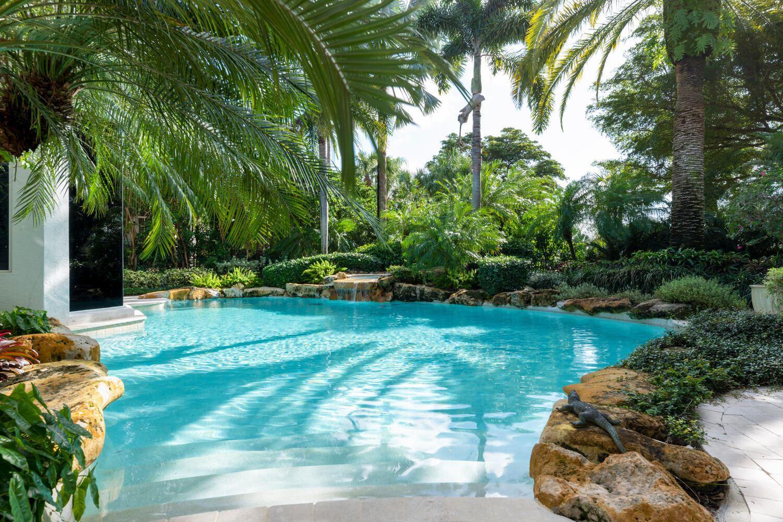 Photo of 51 Saint Thomas Drive, Palm Beach Gardens, FL 33418 (MLS # RX-10672920)