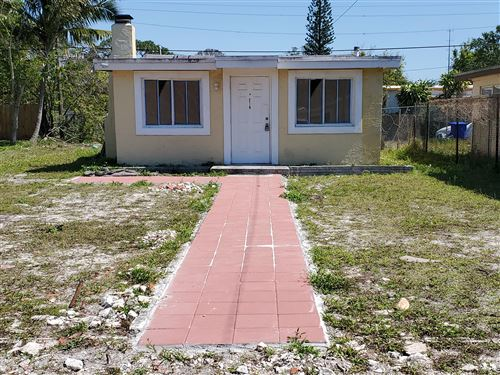 Photo of 218 NW 28th Way, Fort Lauderdale, FL 33311 (MLS # RX-10611925)