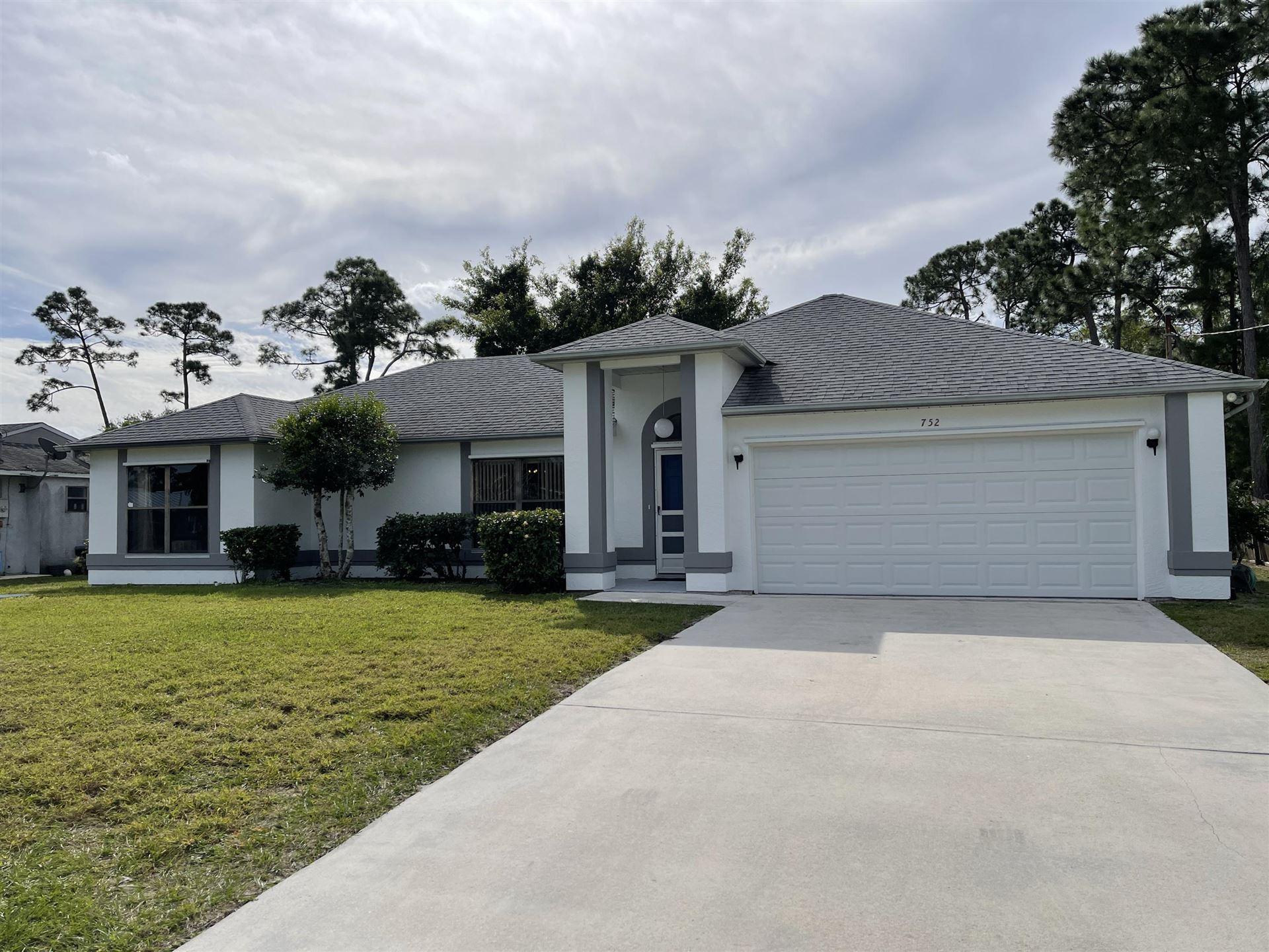 752 SE Sweetbay Avenue, Port Saint Lucie, FL 34983 - #: RX-10682926