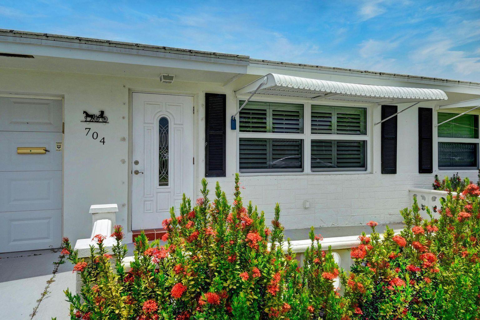 Photo of 704 SW Lake Court, Boynton Beach, FL 33426 (MLS # RX-10686927)