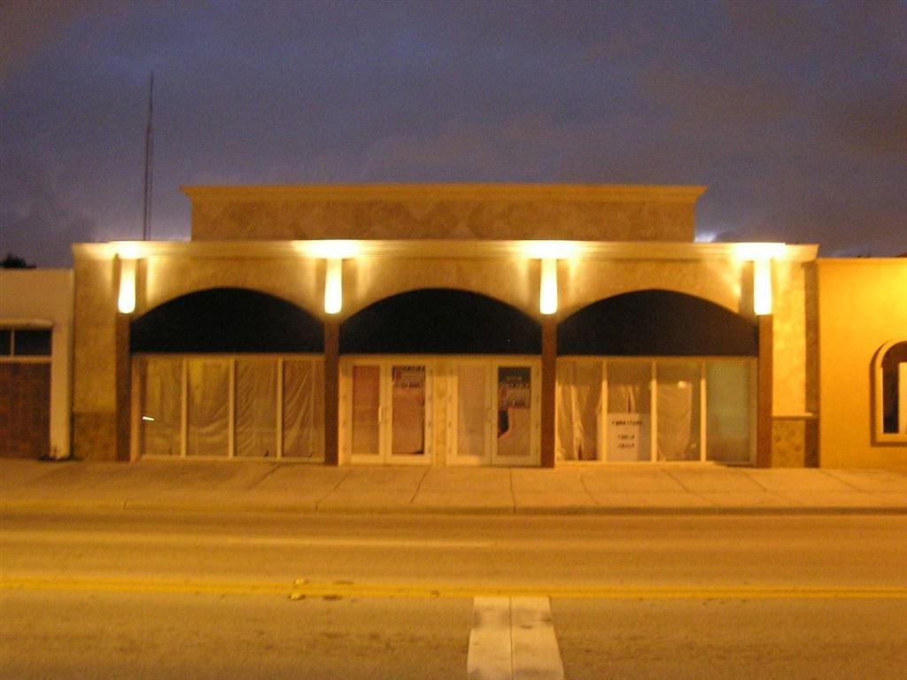 Photo of 811 N Dixie Highway, Lake Worth Beach, FL 33460 (MLS # RX-10561928)