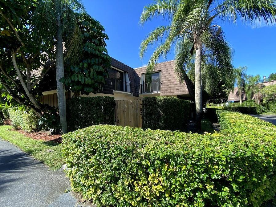 702 Miramar Lane, Palm Beach Gardens, FL 33410 - #: RX-10674934