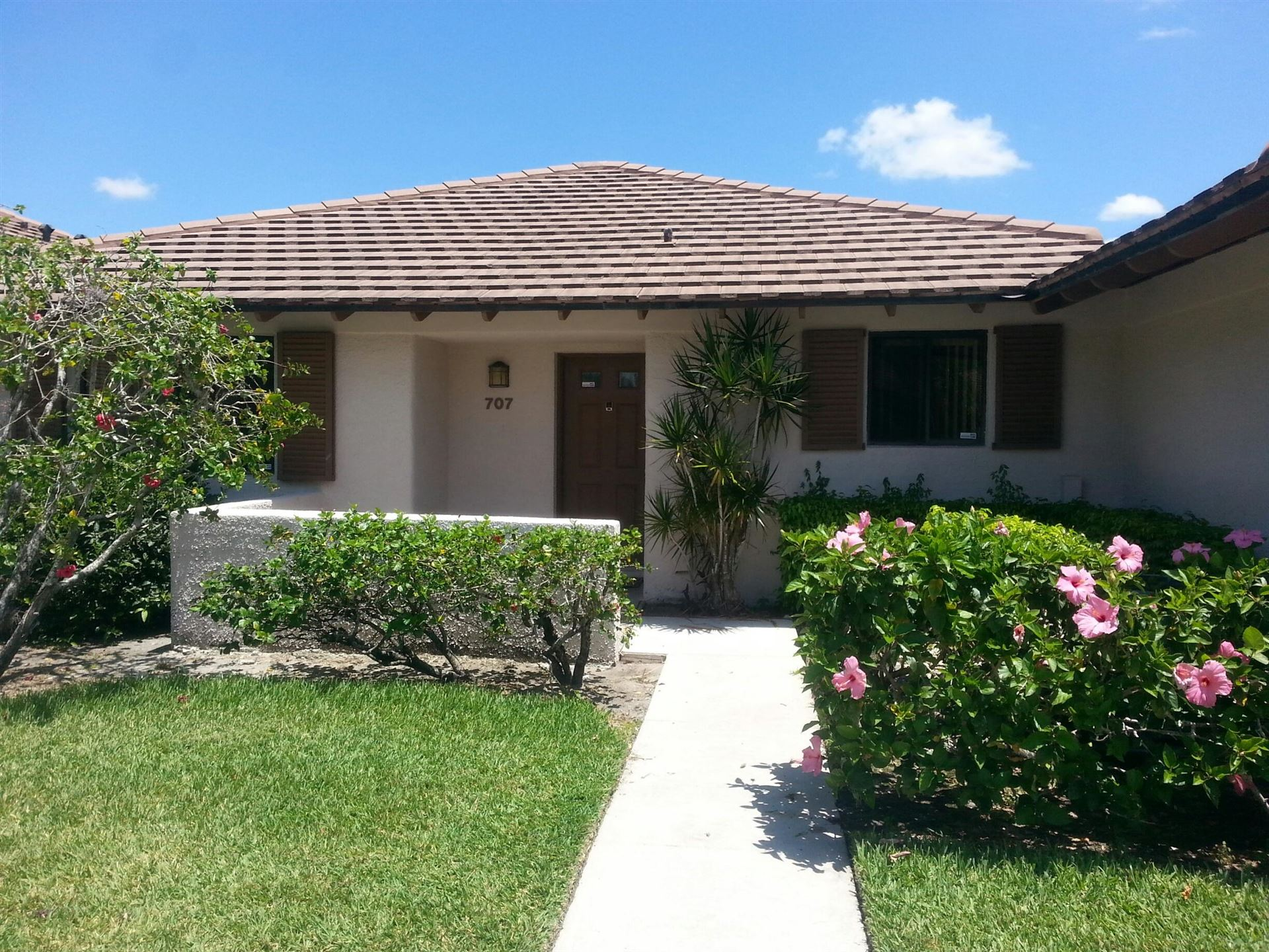 Photo of 707 Club Drive, Palm Beach Gardens, FL 33418 (MLS # RX-10687934)