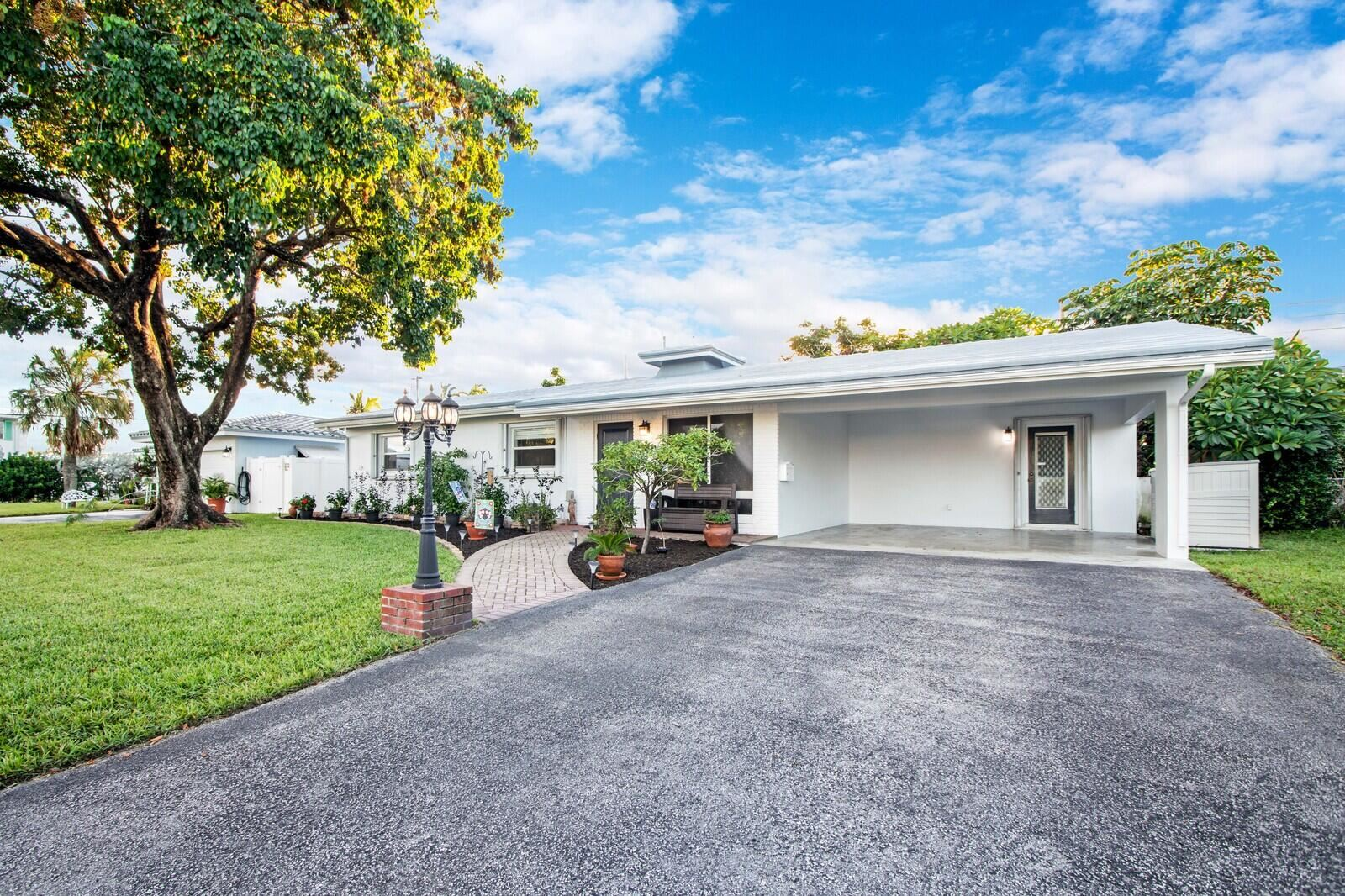 Photo of 6405 NE 18th Terrace, Fort Lauderdale, FL 33308 (MLS # RX-10751934)