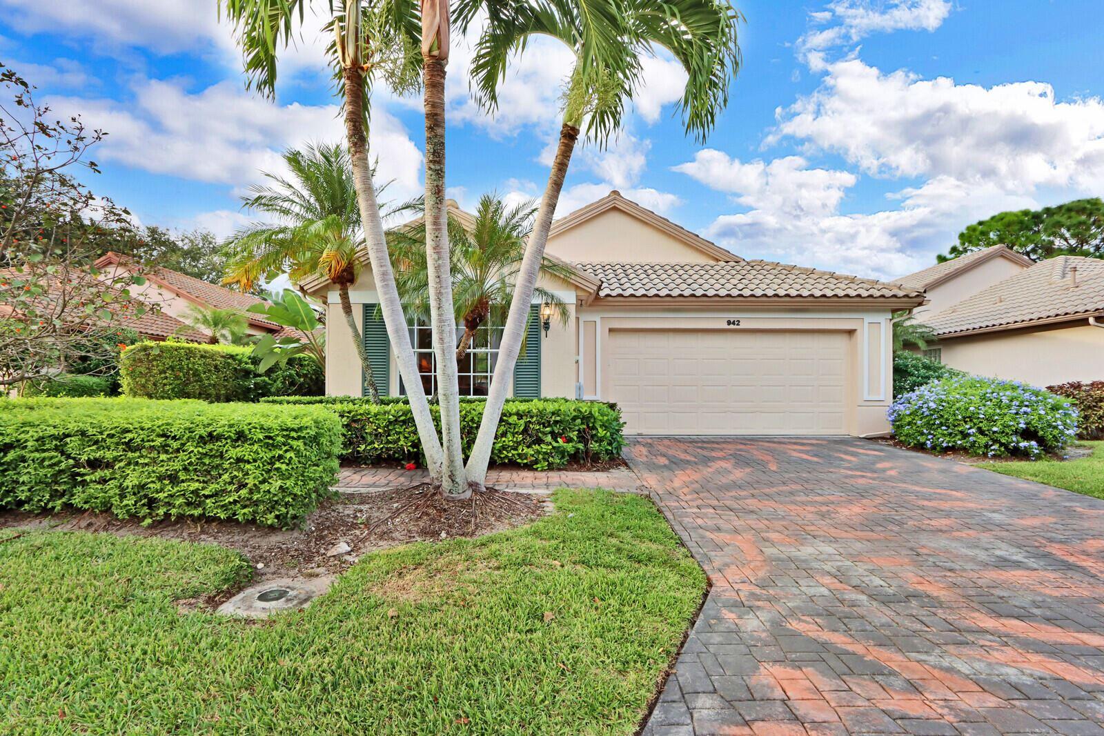 Photo of 942 Augusta Pointe Drive, Palm Beach Gardens, FL 33418 (MLS # RX-10751936)