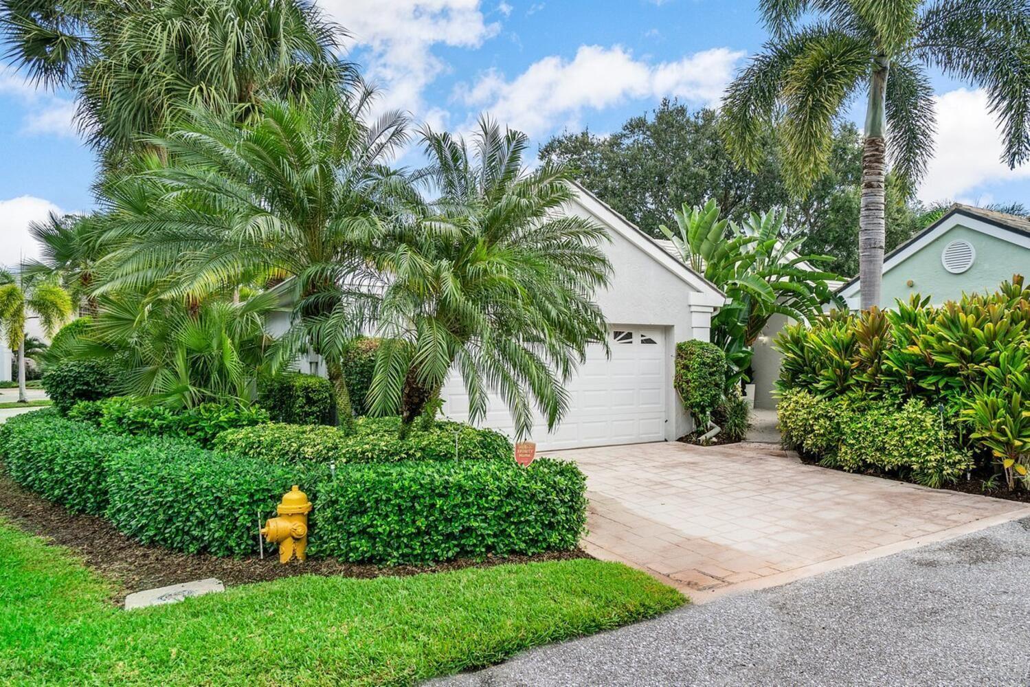 Photo of 32 Admirals Court, Palm Beach Gardens, FL 33418 (MLS # RX-10745965)