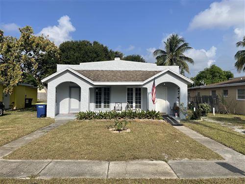 Photo of 1109 Colonial Road, Fort Pierce, FL 34950 (MLS # RX-10750967)