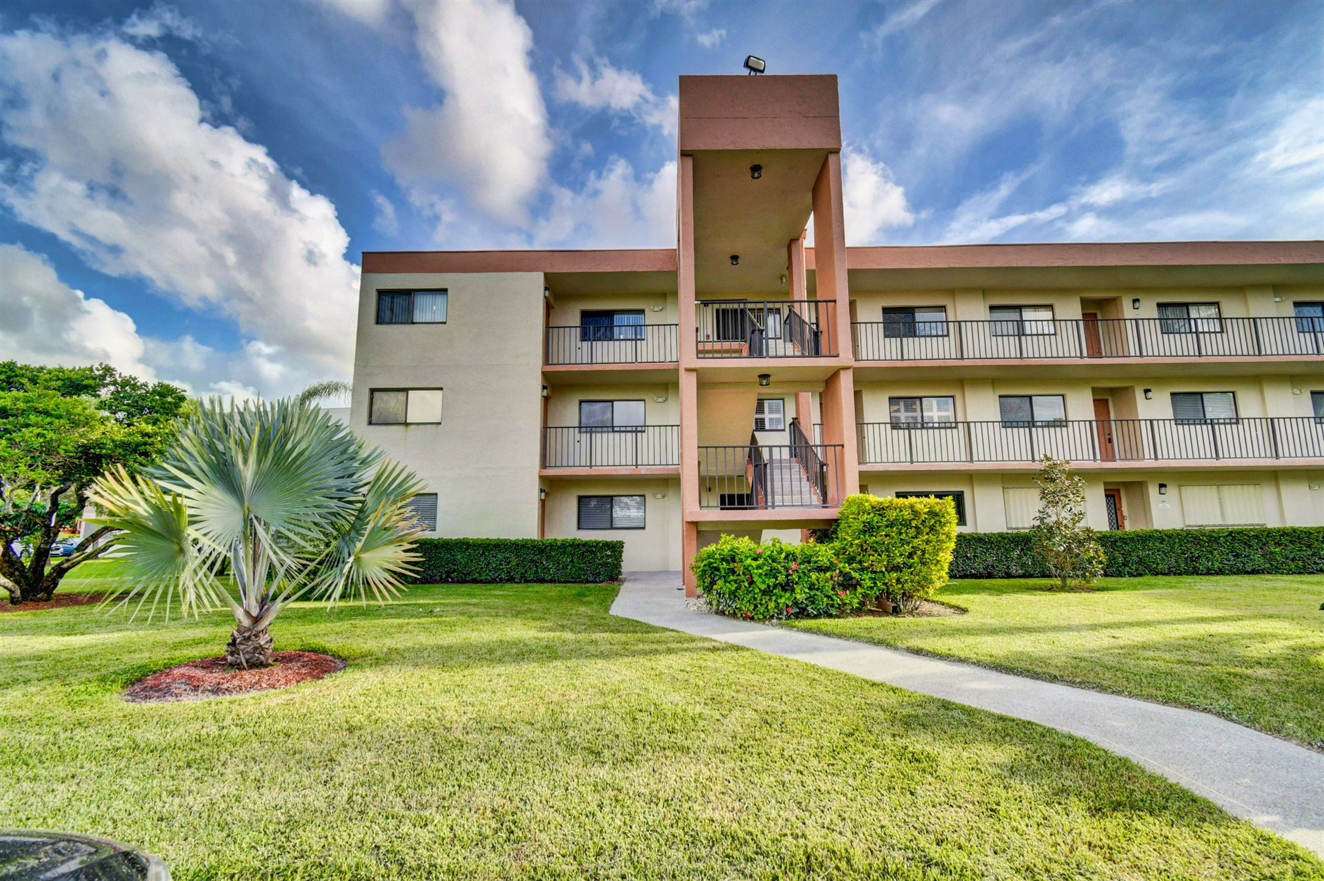 Photo of 5598 Witney Drive #301, Delray Beach, FL 33484 (MLS # RX-10657970)
