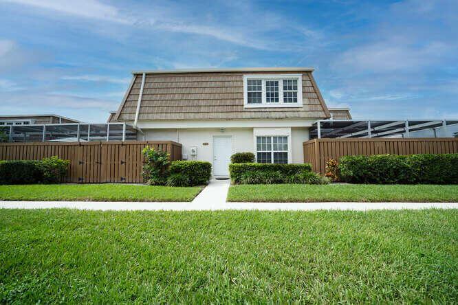Photo for 11572 Winchester Drive, Palm Beach Gardens, FL 33410 (MLS # RX-10751970)