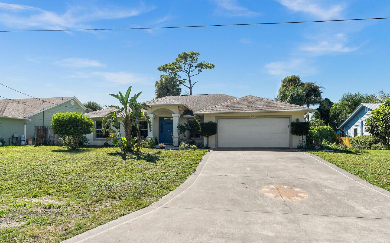 716 SE Hibiscus Avenue, Stuart, FL 34996 - #: RX-10749973