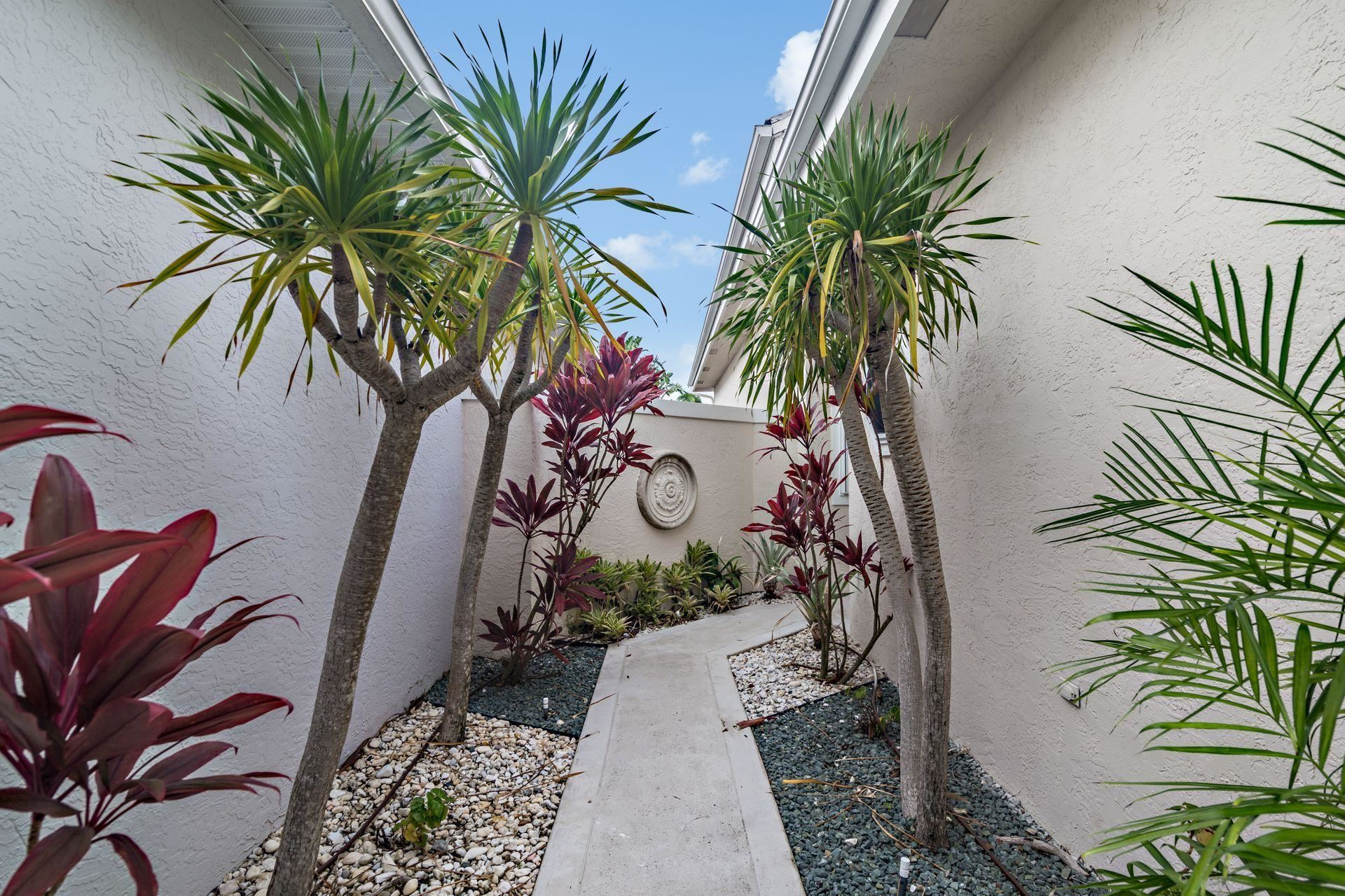 Photo of 209 Canterbury Drive E, Palm Beach Gardens, FL 33418 (MLS # RX-10668982)