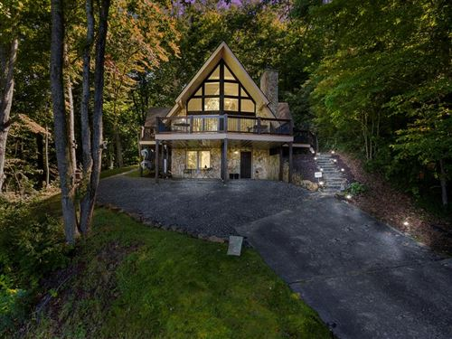 Photo of 314 Eulalie Ln, Franklin, NC 28734 (MLS # 26021141)