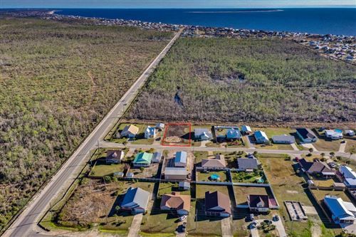 Photo of 405 LA SIESTA DR, Mexico Beach, FL 32456 (MLS # 307038)