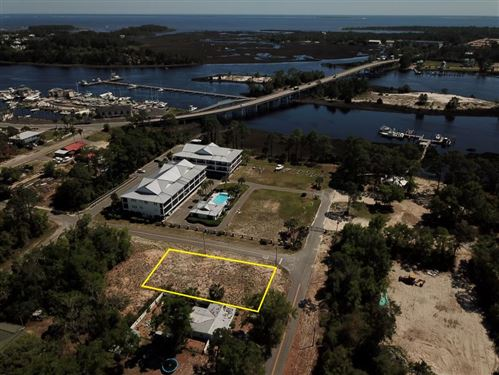 Photo of 302 NW 13TH ST, Carrabelle, FL 32322 (MLS # 307456)
