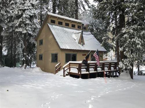 Photo of 42257 Rock Ledge Road, Shaver Lake, CA 93664 (MLS # 532033)