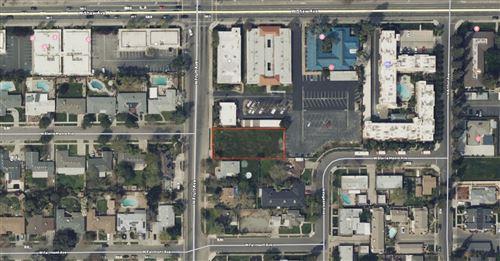Photo of 4942 N Fruit Avenue, Fresno, CA 93705 (MLS # 548039)