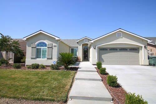 Photo of 188 W Lilac Avenue, Reedley, CA 93654 (MLS # 546040)