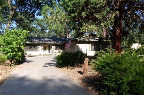 Photo of 39681 Pine Ridge Road, Oakhurst, CA 93644 (MLS # 544041)