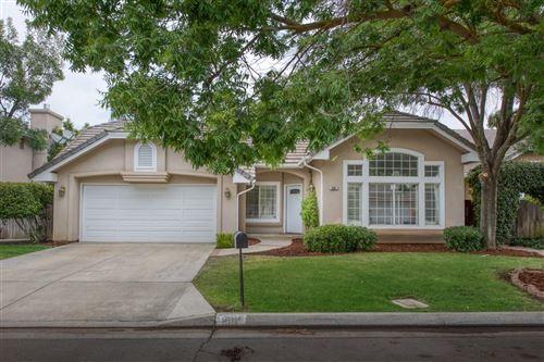 Photo of 882 E Newcastle Lane, Fresno, CA 93720 (MLS # 542145)