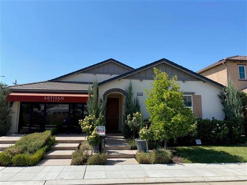 Photo of 3440 Portals Avenue, Clovis, CA 93619 (MLS # 546226)