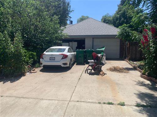 Photo of 429 E La Crosse Avenue, Fowler, CA 93625 (MLS # 563229)