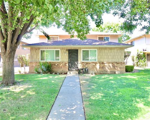 Photo of 4986 N Holt Avenue #102, Fresno, CA 93705 (MLS # 546277)