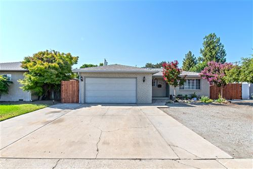 Photo of 854 W Rialto Avenue, Clovis, CA 93612 (MLS # 546282)