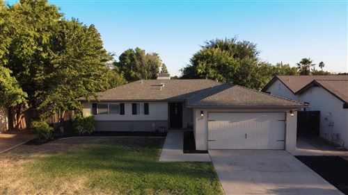 Photo of 5926 E Saginaw Way, Fresno, CA 93727 (MLS # 546326)