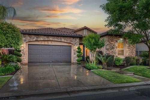 Photo of 1555 E Via Mirasol Lane, Fresno, CA 93730 (MLS # 559341)