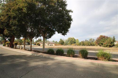 Photo of 165 N Kingswood Parkway, Reedley, CA 93654 (MLS # 568363)