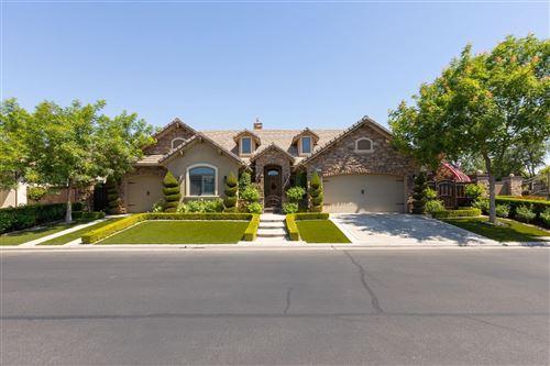 Photo of 501 W Derbyshire Lane, Clovis, CA 93619 (MLS # 560378)