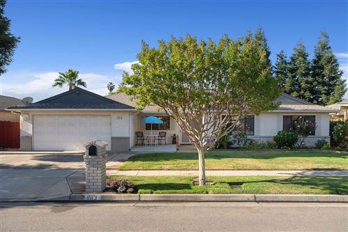 Photo of 883 E Chennault Avenue, Fresno, CA 93720 (MLS # 559399)