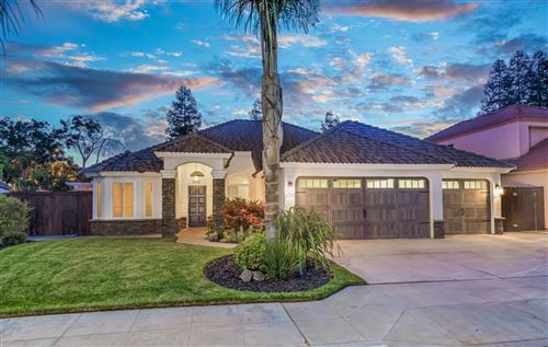 Photo of 7539 N 8Th Street, Fresno, CA 93720 (MLS # 546401)