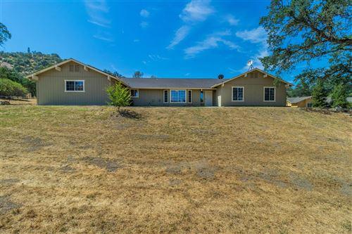 Photo of 26062 Whispering Oak Lane, Clovis, CA 93619 (MLS # 559413)
