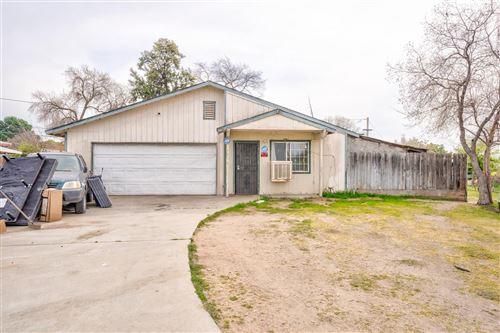 Photo of 4536 E Simpson Avenue, Fresno, CA 93703 (MLS # 555493)