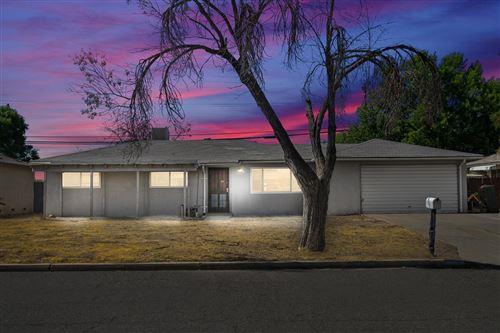 Photo of 5663 E Bernadine Drive, Fresno, CA 93727 (MLS # 544593)