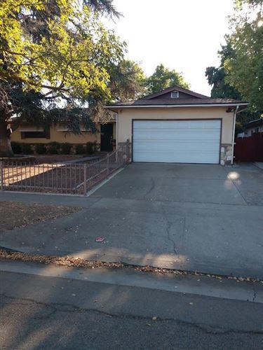 Photo of 4594 N Barton Avenue, Fresno, CA 93726 (MLS # 566605)