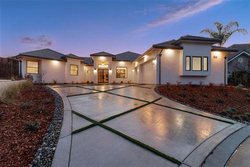 Photo of 544 Rio View Circle, Fresno, CA 93711 (MLS # 537665)