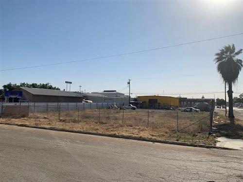 Photo of 1904 S Sarah Street, Fresno, CA 93721 (MLS # 559757)
