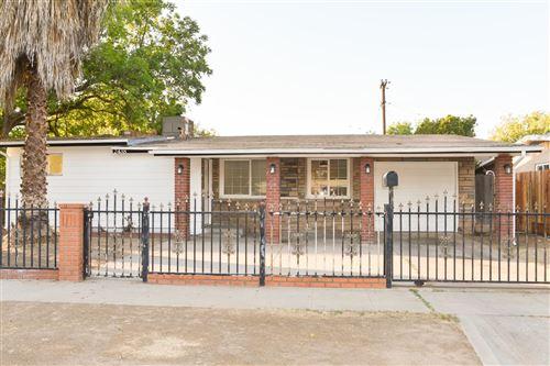 Photo of 2438 W Fountain Way, Fresno, CA 93705 (MLS # 566785)