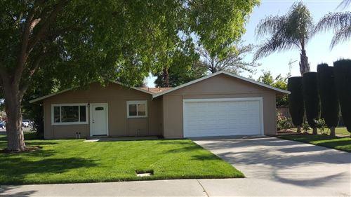 Photo of 590 Sunset Street, Kingsburg, CA 93631 (MLS # 557794)