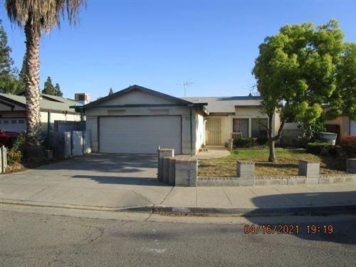 Photo of 955 E Amber Avenue, Fresno, CA 93706 (MLS # 557826)