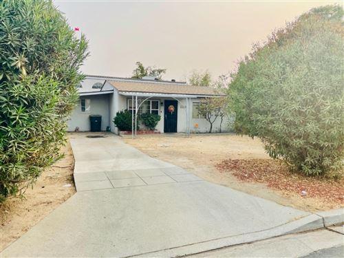 Photo of 1137 W Locust Avenue, Pinedale, CA 93650 (MLS # 566898)