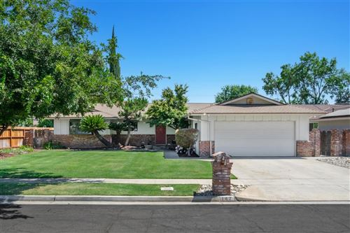 Photo of 147 W Dovewood Lane, Fresno, CA 93704 (MLS # 560915)