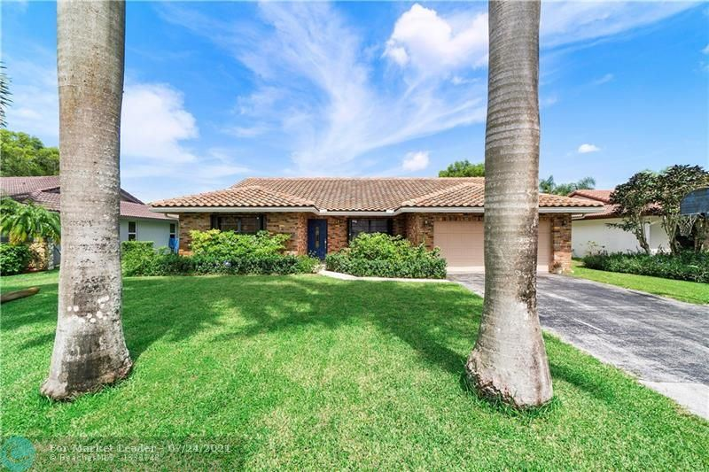 Photo of 303 NW 107th Ter, Coral Springs, FL 33071 (MLS # F10294006)